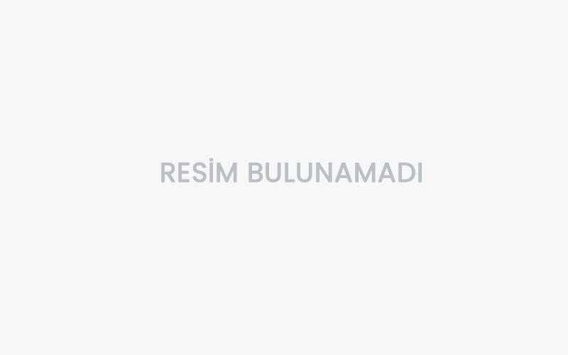 Simge'nin Atatürk Plakası Dikkat Çekti